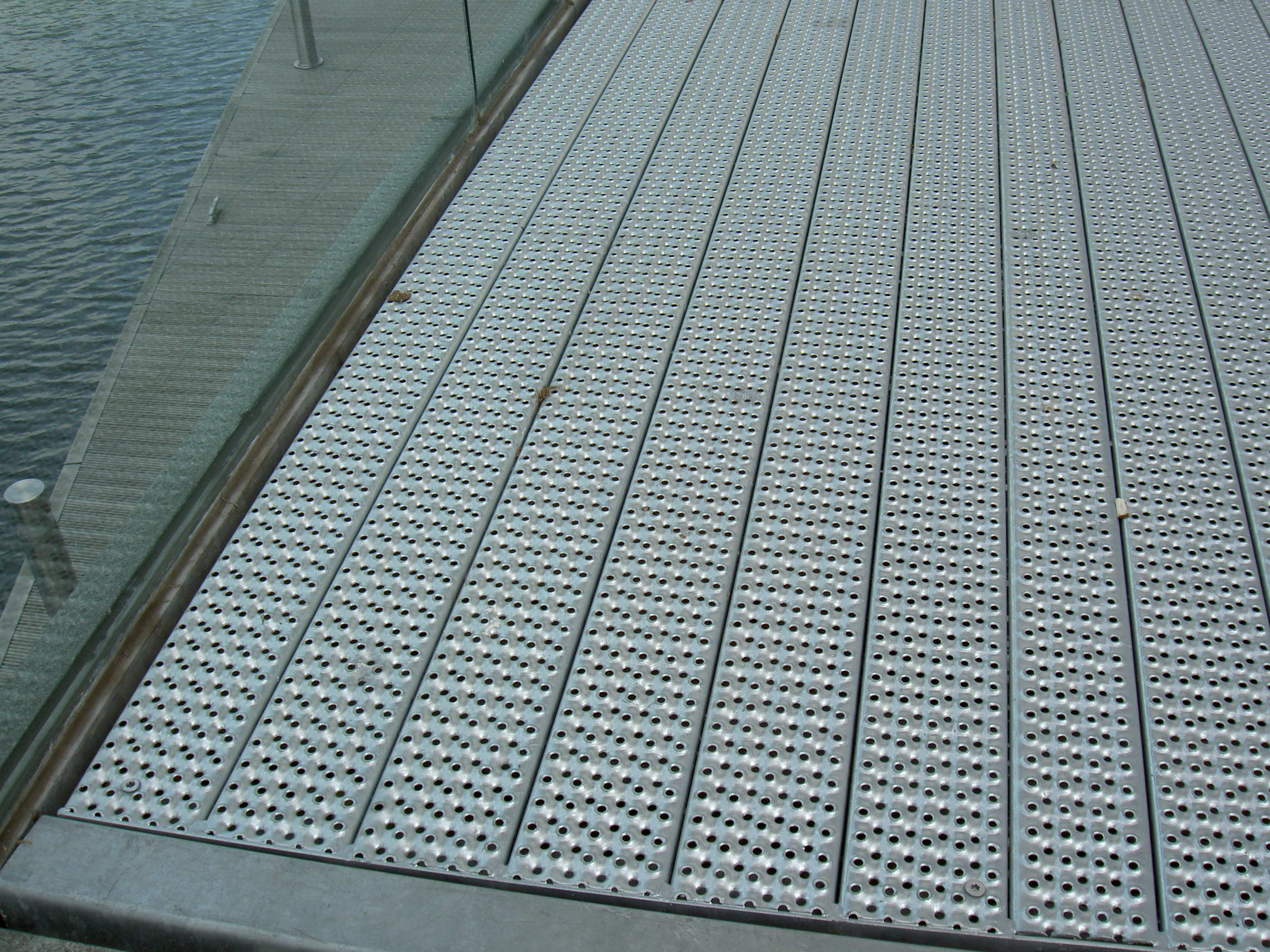 Elefant Gratings Design Of Perforated Planks